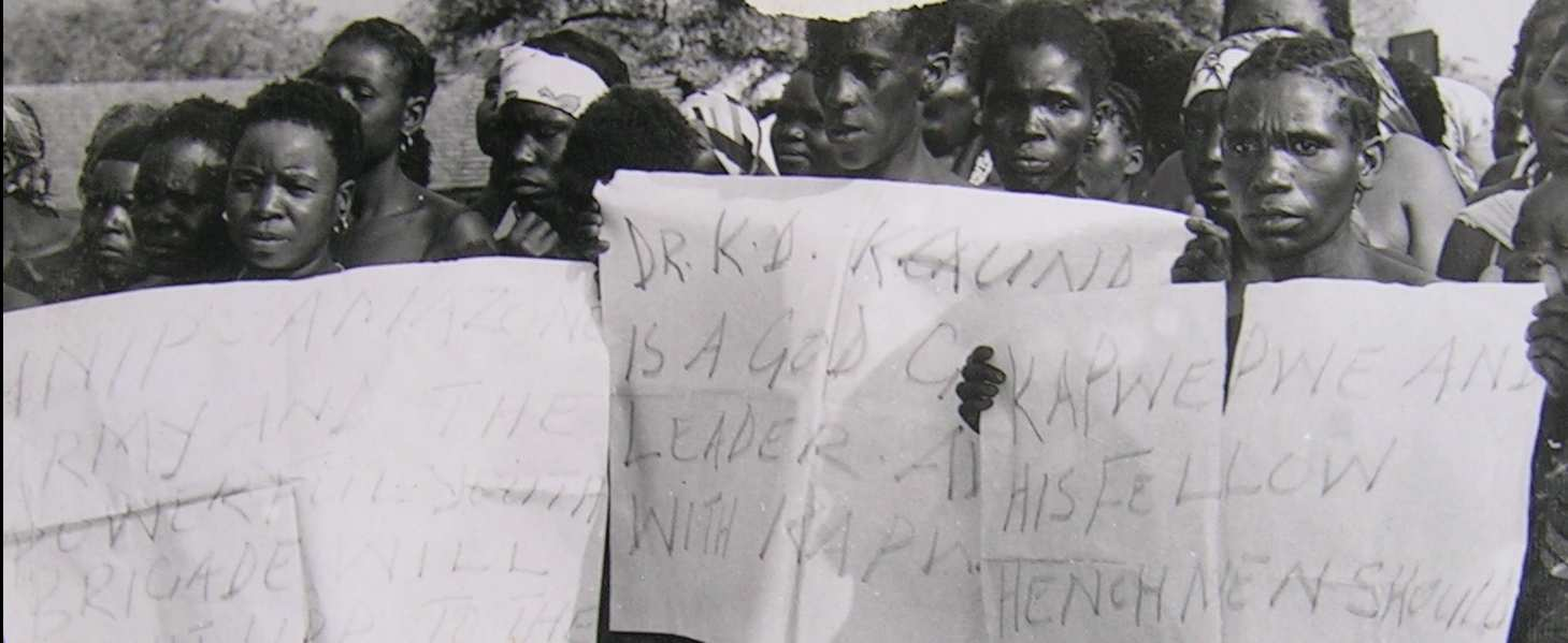 OPPOSITION TO THE ZAMBIAN ONE-PARY STATE 99 Photo 7 UNIP supporters protesting against the formation of the UPP.