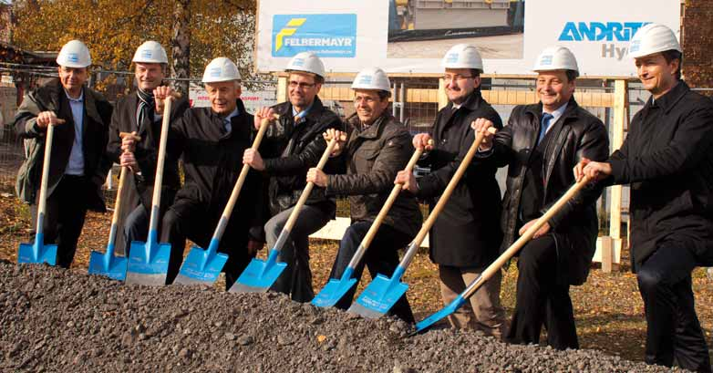 directors of the company Felbermayr. After concluding a contract for supply of heavy hydrogen-cooled turbogenerators it was necessary to build a new assembly hall.