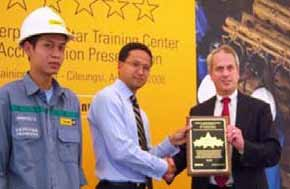 Award On 4 August 2008, Trakindo Training Center received an international acknowledgement as the only and the first Caterpillar Training Facility and Dealer in the world who received 5 Star Award