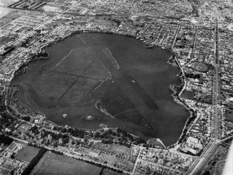 Aerial view of Lake Wendouree and Ballarat. The rowing course runs diagonally across the Lake, the starting line being at top left and the finish at lower right of the picture.