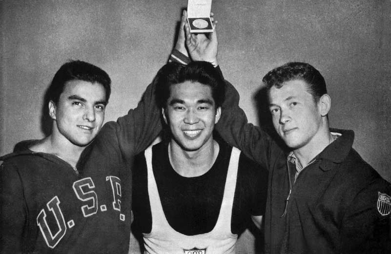 Three Gold Medallists from From left : Vinci (bantamweight), Kono (light-heavyweight) and Berger (featherweight).