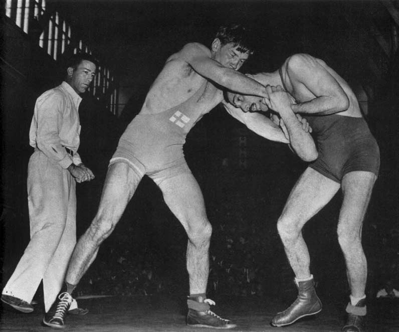 WRESTLING Mäkinen, (left), winner of the featherweight
