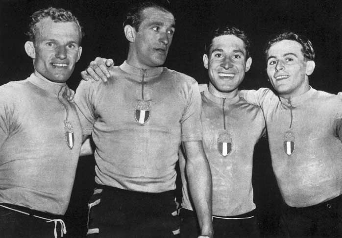The Italian team winners of the,000 m. pursuit. With sixteen competing teams, the,000 metres team's pursuit produced many excellent races.