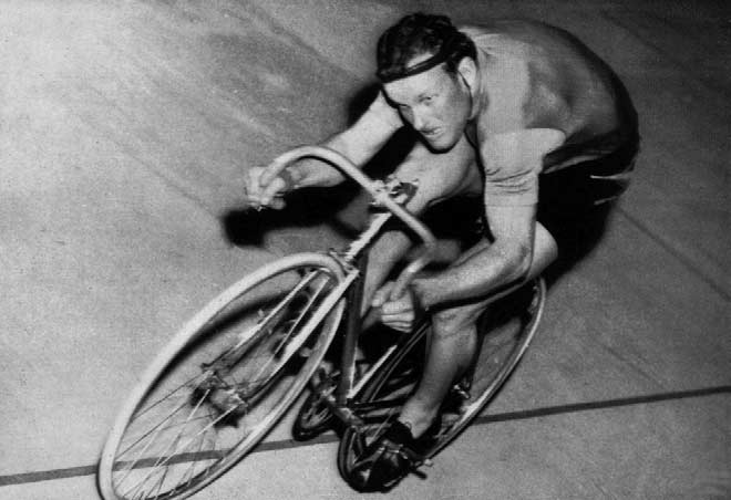 XVI OLYMPIAD..... 6. 7. 8. 9. 0...... 6. 7. 8. 9.,000 METRES TIME TRIAL 6th December 98 9 96 98 9 W. Falck-Hansen E. Gray A. van Vliet J. Dupont R. Mockridge L. FAGGIN L. FOUCEK A. J. SWIFT W. J. Scarfe A.