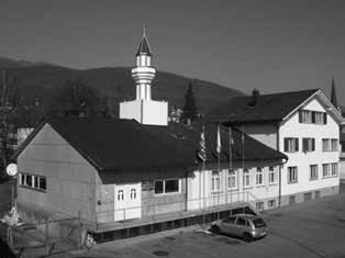 In May 2005, a third minaret was built on the roof of the Albanian Islamic Center in Winterthur while in 2006 three projects were registered in the German part of