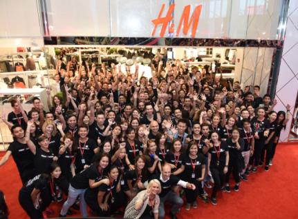Full-year report (1 Dec - 30 Nov ) H & M Hennes & Mauritz AB Full-year report Full-year (1 December 30 November ) Well-received collections for all brands in the H&M Group resulted in good sales and