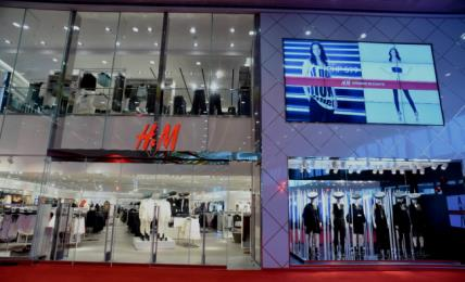 Full-year report (1 Dec - 30 Nov ) Stock-in-trade SEK m 25,000 20,000 15,000 10,000 5,000 16,695 + 16% 19,403 In October H&M opened its first stores in Manila, the Philippines.