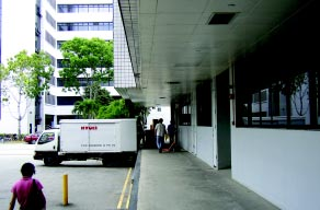 APPENDIX B: EXAMPLES OF CPTED STRATEGIES APPLICABLE TO VARIOUS DEVELOPMENTS INDUSTRIAL AREAS Neat, visible and well-lit loading/ unloading areas minimise potential for hiding 1.