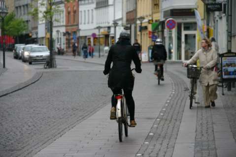 Results are conflicting City of Odense: Volume of cycling rose 20 % in 1999-2002 number of accidents