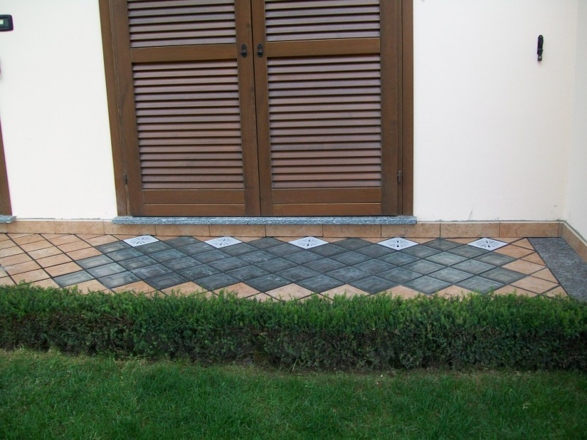 L U M I S O L LIGHTING PHOTOVOLTAIC PAVER Casa privata in Arcisate ( VA ) Chiarenza G.