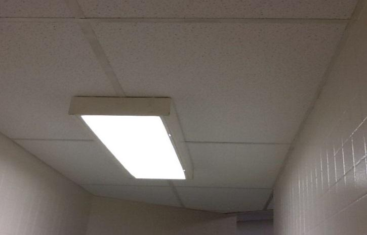 BUILDING CONDITION: INTERIOR (RESTROOMS) Gaps between wall systems and floor. Detachment of walls at corners. Walls do not extend beyond ceiling system. Water damage to ceiling tiles.