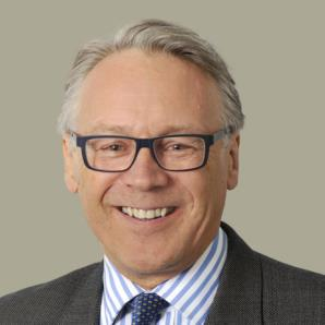 HOWARD PALMER QC Silk 1999 Call 1977 hpalmer@2tg.co.uk +44 (0)20 7822 1249 Howard Palmer has conducted many high-profile cases in the constantly evolving areas of jurisdiction and applicable law.