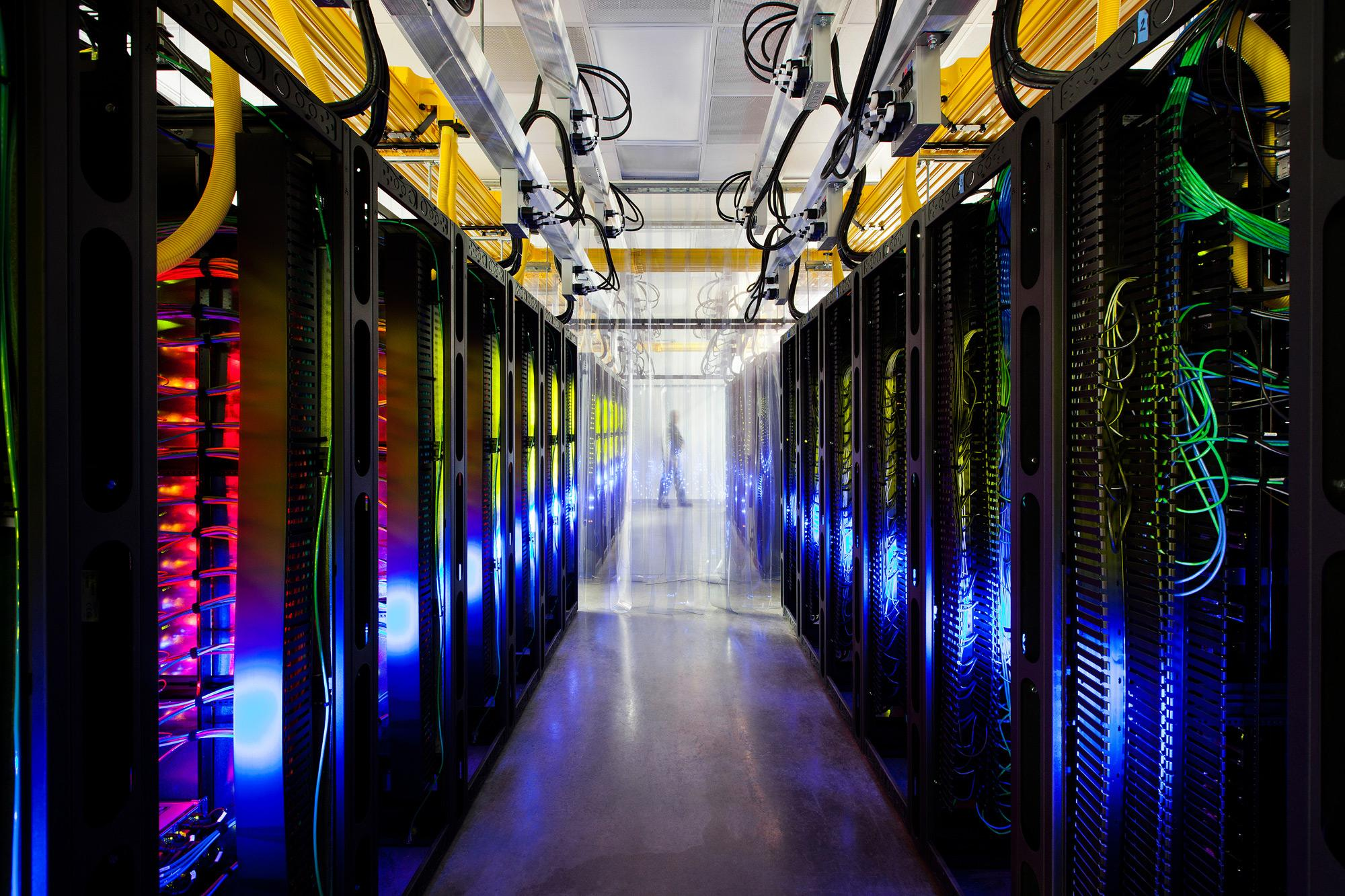 Software Defined Data Center Data center fabric Compute Storage Networking Facilities Software based