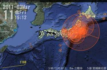 Japan surrounded by fault lines Fault-line slides trigger Tsunami 1) Earthquake & Tsunami simulation: predict power & speed 2011 年 の 日 本 の 地 震 分 布 図 Japan earthquakes 2011 Visualization map