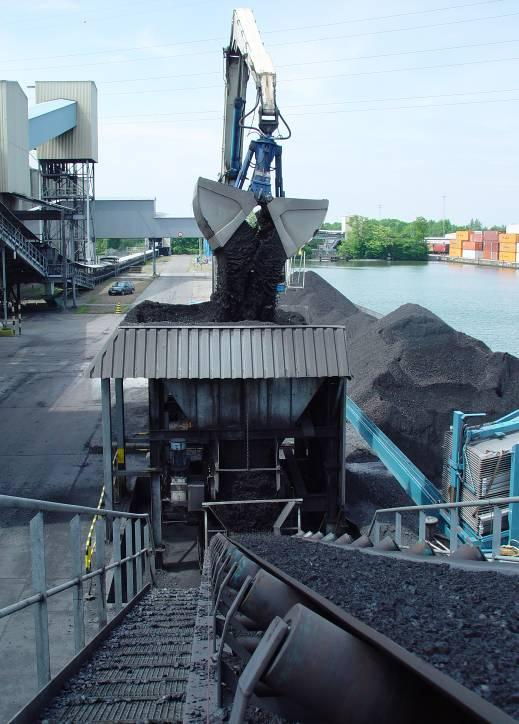 Trimodal Logistic Services: Coal Treatment E-On (1) Transhipment of barges and railway wagons Blending coal,