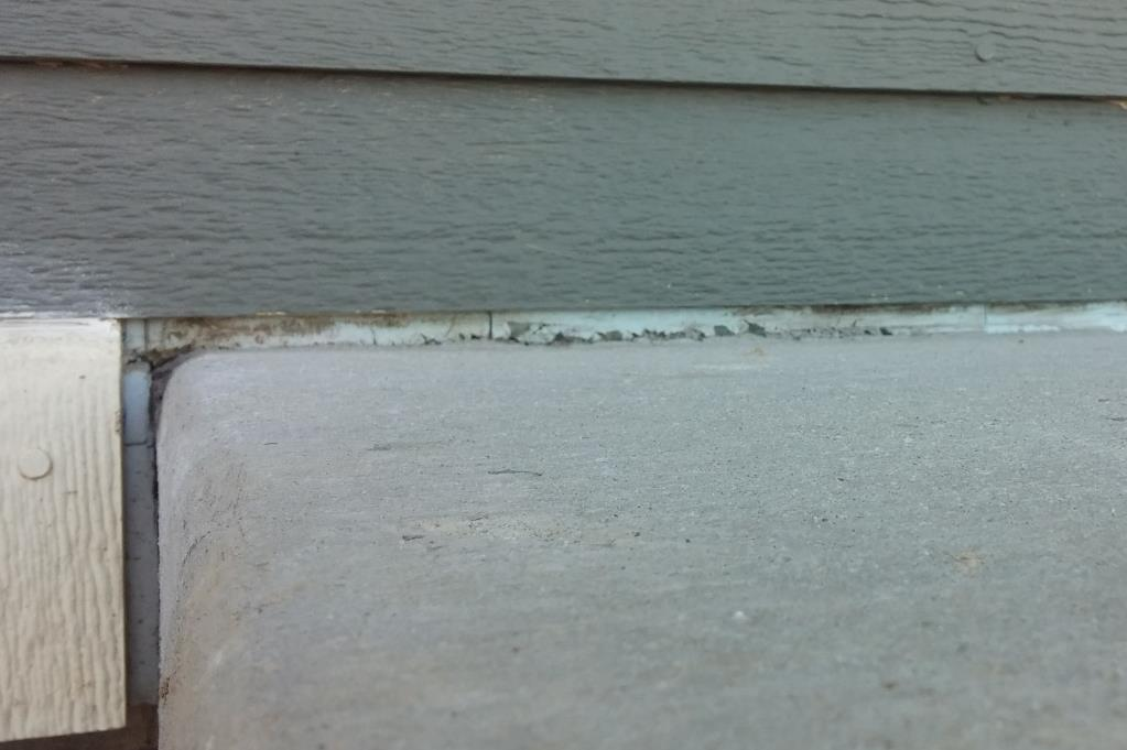 Doors Best practices Pay attention to blueboard visibility at the gaps between door trim and concrete on porches.