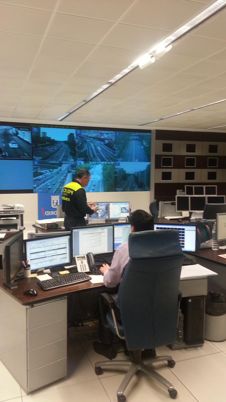 MADRID: TRAFFIC MANAGEMENT CENTER APPLICATION OF A SMART MOBILITY SYSTEM All the equipment is centralized and sensorised: 2.