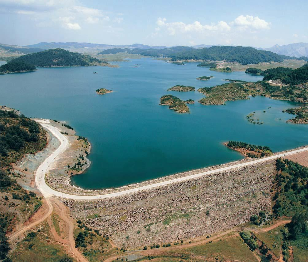 Focus on specific projects Pigai Aoos The project comprises a Main earthfill dam 80m high and 6 saddle dams, a 144,5x10 6 m 3 net storage reservoir,