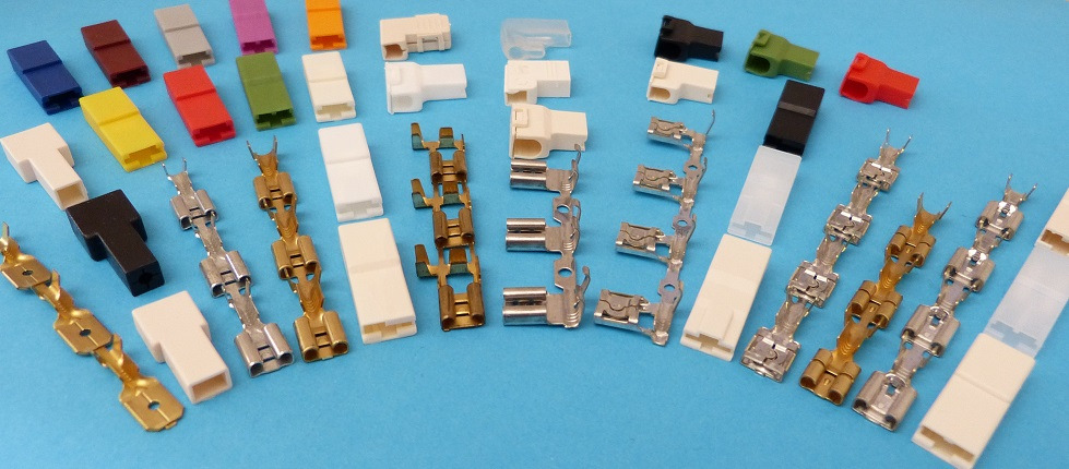 Tutti i materiali sono conformi alla direttiva RoHS. Connectors used for single and multiple connections, the receptacles are available for 6.3 mm (.250 Series) 0.8 thick tabs.