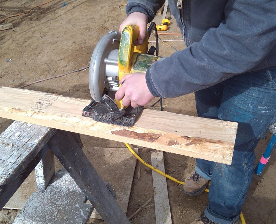 Safe Tool Use: Circular Saws Setting up a cut station: Make sure both ends of the cut piece will fall away from the saw as cuts are made.