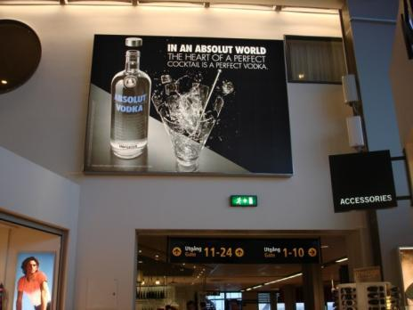 ABSOLUT From Sweden to worldwide airports Media strategy OOH Airport