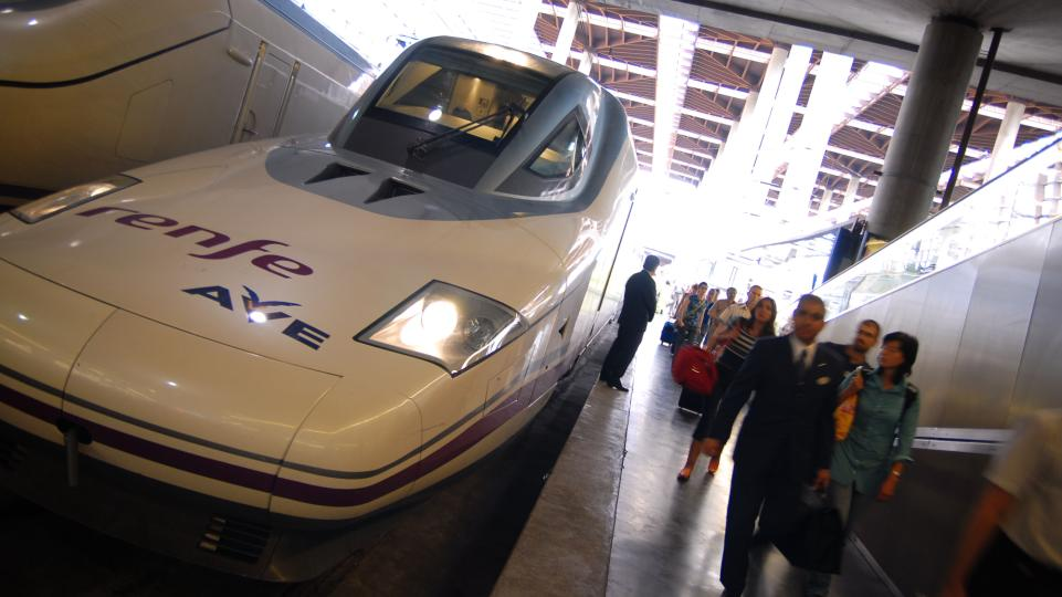 1 High Speed Rail in Spain Victorino Pérez Senior Manager
