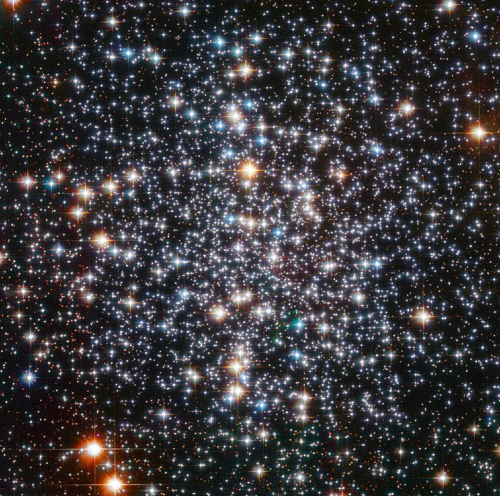 GLOBULAR CLUSTER Catalogue Designations: M4 NGC 6121 It contains over 10,000 stars.