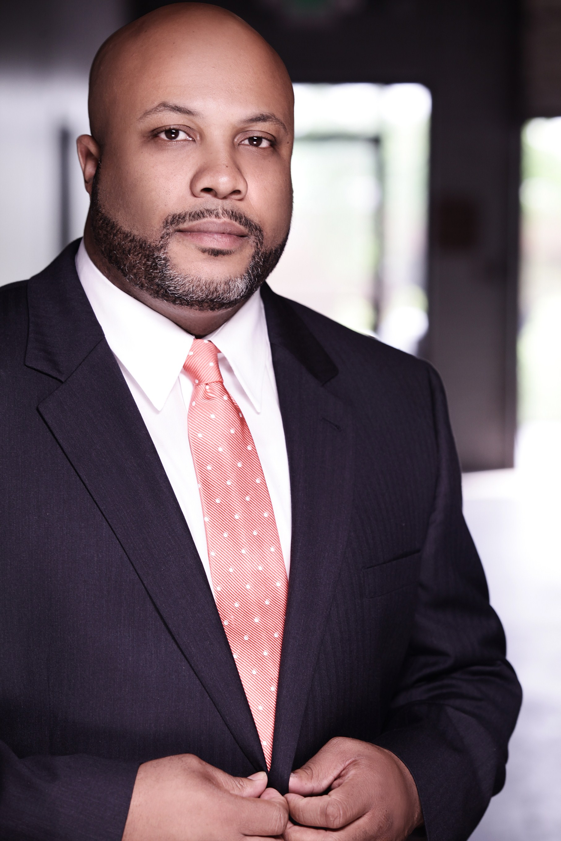 ORLANDO J. MAYO, ESQ. Orlando J. Mayo represents a broad array of businesses and individuals in business litigation, criminal defense, regulatory investigations, and serious personal injury matters.