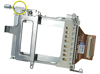 3. Check that the replacement PC card cage includes a clear plastic shim on the outer frame near the PC card eject button.