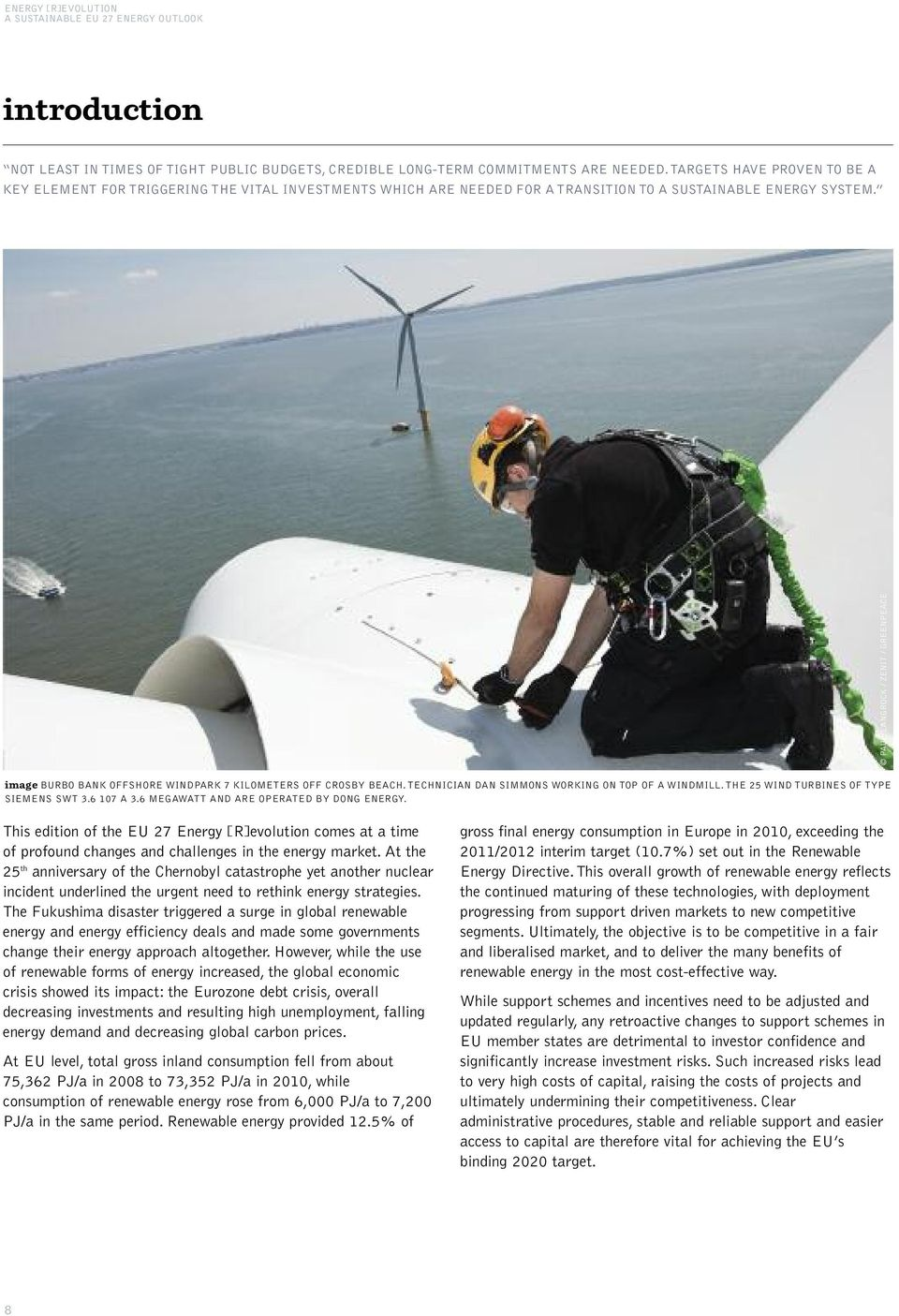 PAUL LANGROCK / ZENIT / GREENPEACE imageburbo BANK OFFSHORE WINDPARK 7 KILOMETERS OFF CROSBY BEACH. TECHNICIAN DAN SIMMONS WORKING ON TOP OF A WINDMILL. THE 5 WIND TURBINES OF TYPE SIEMENS SWT 3.