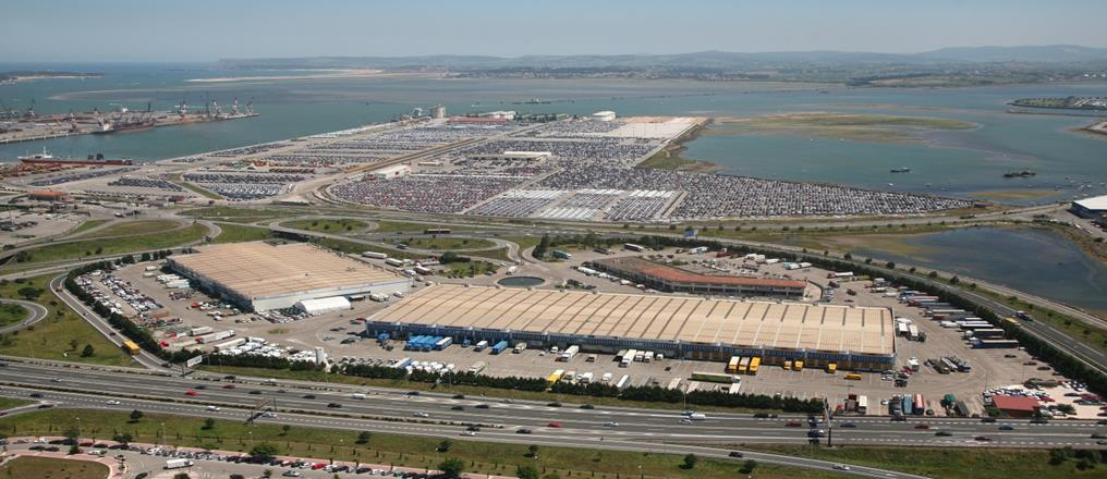 Bergé Marítima SANTANDER Ship Agent services Stevedoring Storage 2 Cranes Own storage areas : 32,475 sqm covered Available public space: 11,346 sqm covered / 658,651 sqm uncovered CARGO