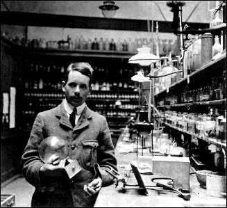 Periodic Table Henry Moseley (1911) rearranged Mendeleev s periodic table to the current