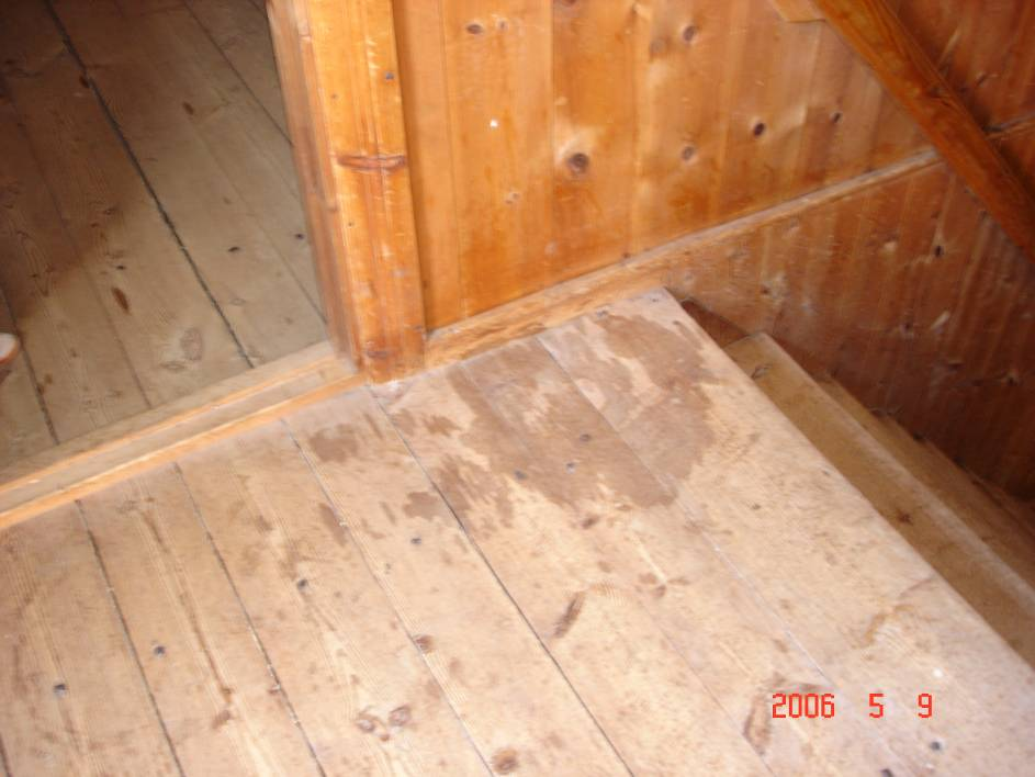 35 Figure 6 A spot on the floor at the Habo church caused by the leakage of the antifreeze solution used for (parts of) the sprinkler system. 5.2.