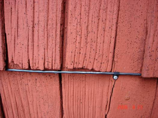 Figure 11 Linear heat detection wires at the facades of Hedareds stave church (left hand photo) and Fröskog church (right hand photo).
