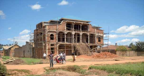 War is not yet over 25 An expensive house under construction in a poor part of town, Butembo Indeed, Butembo town, which is renowned for the export of gold, diamonds and wood as well as the import of