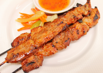GRILLED PORK TENDERLOIN SKEWERS Ingredients: Pork tenderloin, cut into strips 2 Tbsp Heinz chili sauce 2 Tbsp honey 2 Tbsp soy sauce 2 crushed cloves