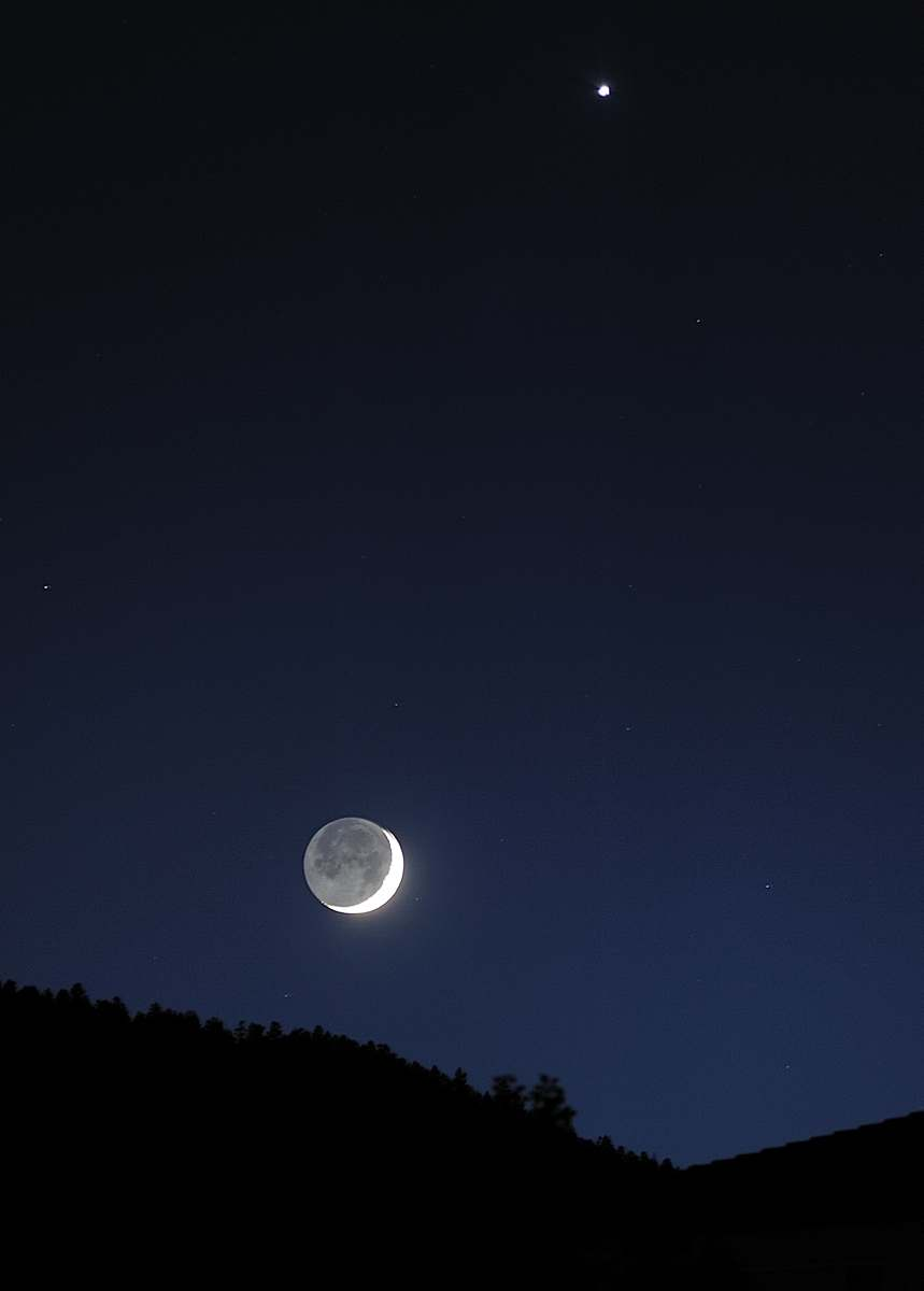 Moon & Venus at 200mm Longer exposure on a very thin crescent can reveal