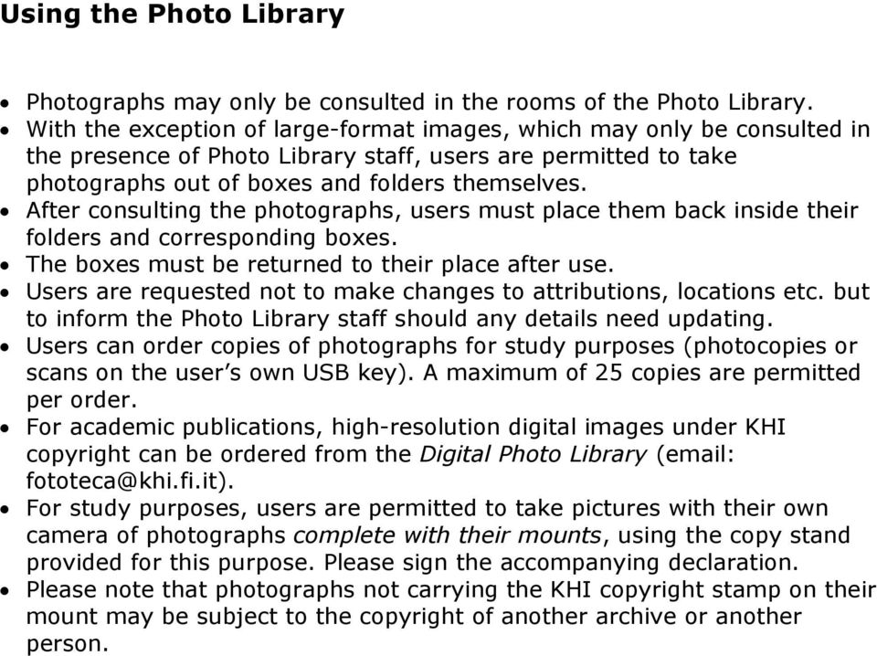 After consulting the photographs, users must place them back inside their folders and corresponding boxes. The boxes must be returned to their place after use.