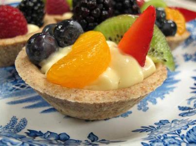 Fresh Fruit Tarts 2 packs AQF Lemon Cream Pie Mix 72 individual AQF Graham Cookie Tart Shells 6 cups cold low-fat milk 2 cup cold water Fresh berries and fruit 1 cup of sugar-free apricot or apple