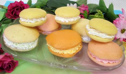 Whoopie Pies 2 package sugar free Cake Mix* 3 cups warm water 1 package sugar free Vanilla Frosting Mix 1 cup 2% low-fat milk 1-1/2 teaspoon flavored Drink Mix* *A variety of Cake and Drink