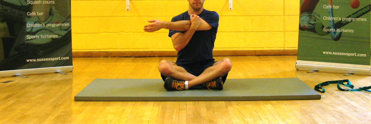 Tricep Stretch Deltoid stretch With feet shoulder width apart, slightly bent at the knees. Extend one arm up Cross one arm over the body, keeping it straight.
