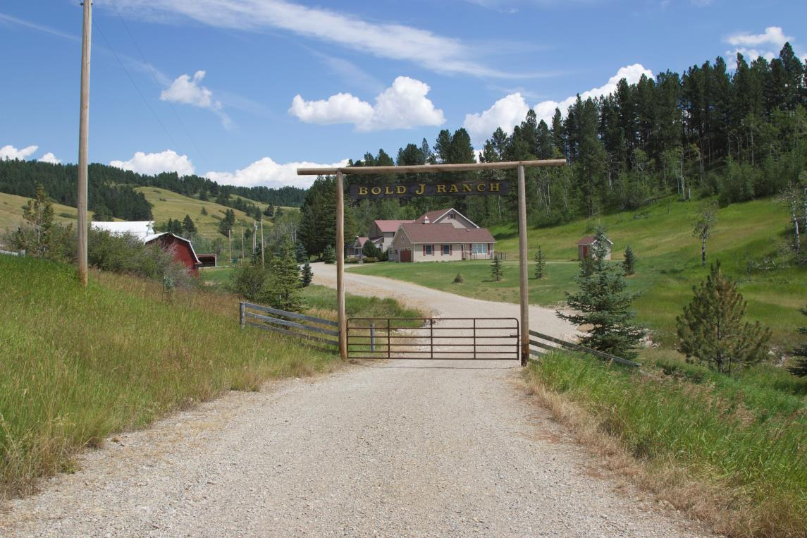 Ranch Size: The Bold J Ranch contains 906 + deeded acres of diverse topography, ranging from rolling pine and aspen covered hills to open parks.