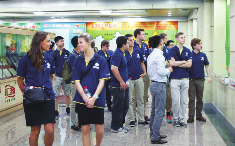 A TYPICAL DAY S SCHEDULE Visiting the Agricultural Bank of China A typical day in the Tsinghua PBCSF Summer Program consists of lectures from 9:30 to 11:30 am, and corporate visits or cultural events