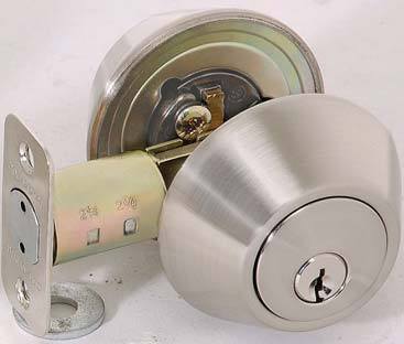ADA THUMBTURN CHELSIE SERIES DEADBOLTS ED500 SINGLE CYLINDER DEADBOLT Kwikset keyway. Re-keyable for master and construction keying.