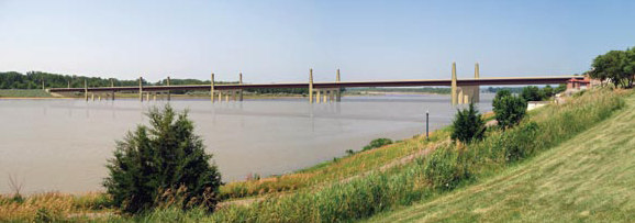 Proposed Bridge Details The new Discovery Bridge (see Figure 3) will extend from a high, 55-foot terrace at the north bank of the Missouri River (Yankton, SD) to broad Missouri River floodplain on