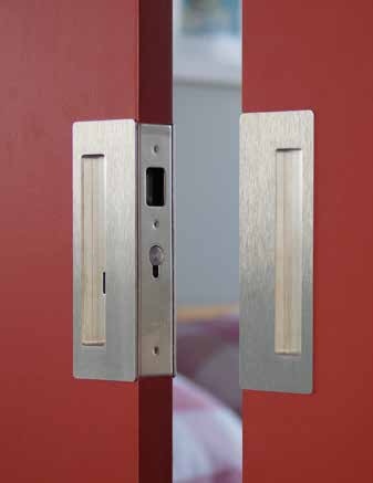 Bi-Parting (Double Door) Set The CL400 Bi-Parting set is suitable for use where two doors meet in the middle. Passage, Privacy and Key Locking configurations are available.