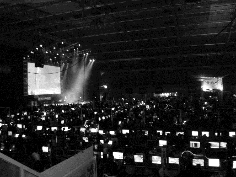 show booths, public service stalls, and a lecture area ( DreamExpo ), a third hall dedicated to e-sports and professional computer game play (also with about 1300 seats), and finally a fourth hall