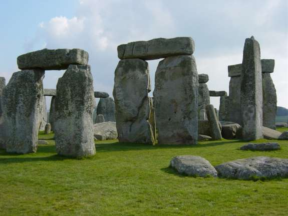 The last vestiges of the Neolithic in Europe: England s Stonehenge.