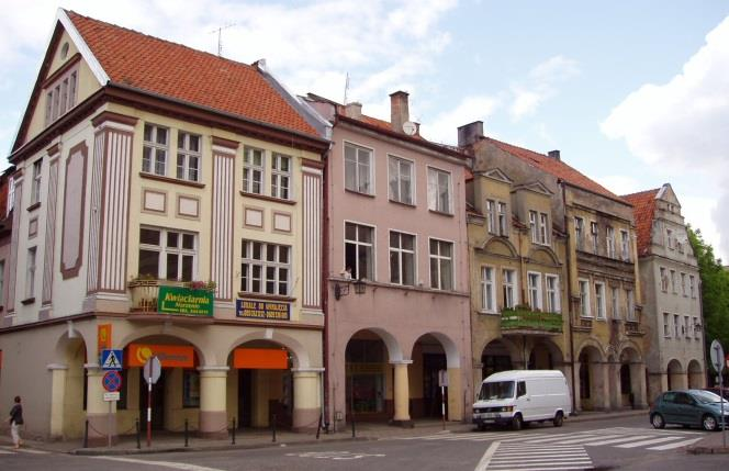 A town is principally a place for people to live in, and the Warmian towns, however small, are inhabited by a large share of the whole population living in Warmia.