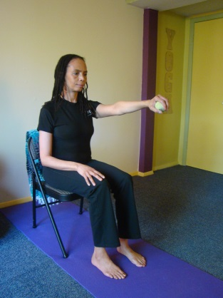 Exhaling, bend your knee and place your foot back on the floor. Repeat on the opposite (left side).